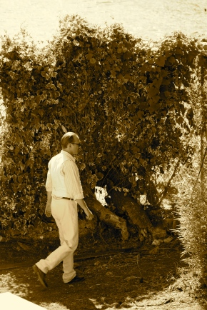 Vincent Perez as Le Corbusier walking in the gardens of the villa