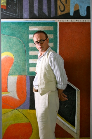 Vincent Perez as Le Corbusier with painting in the background