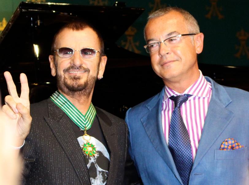 Ringo showing his decoration & Hugues Moret